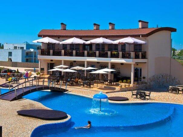 Отель с бассейном в Коблево
